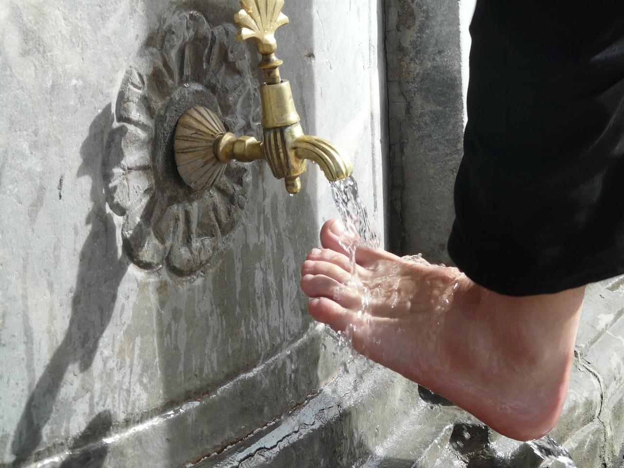 washing, ritual, foot care-64793.jpg